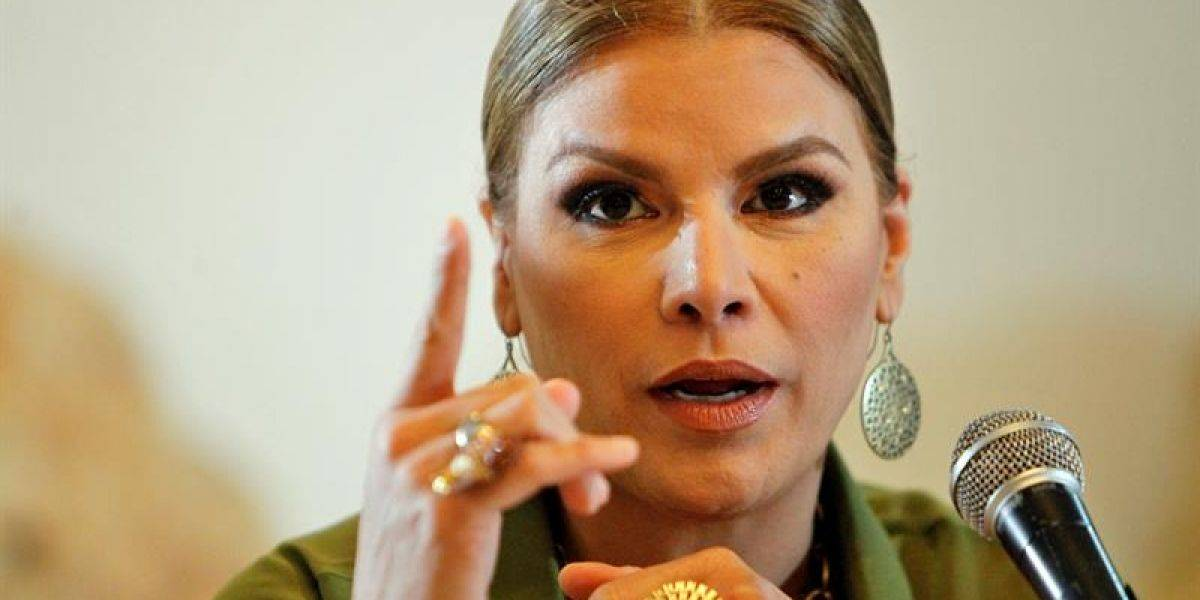 Olga Tañón filma video en la isla