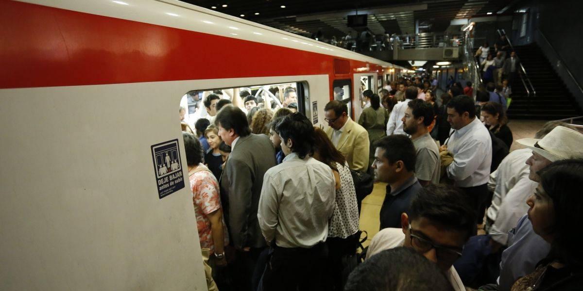 Se suspendió servicio en línea 2 del Metro de Santiago por persona que baja a las vías