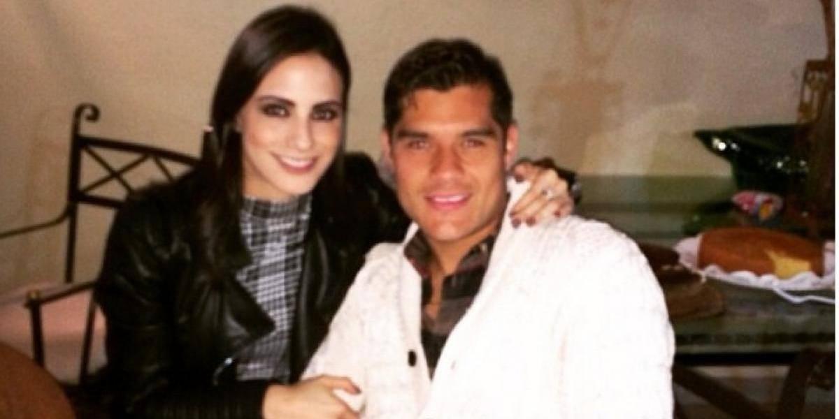 """Valeria Marín conductora de Fox Sports y el """"Chuletita"""" Orozco presentan al nuevo integrante de la familia"""