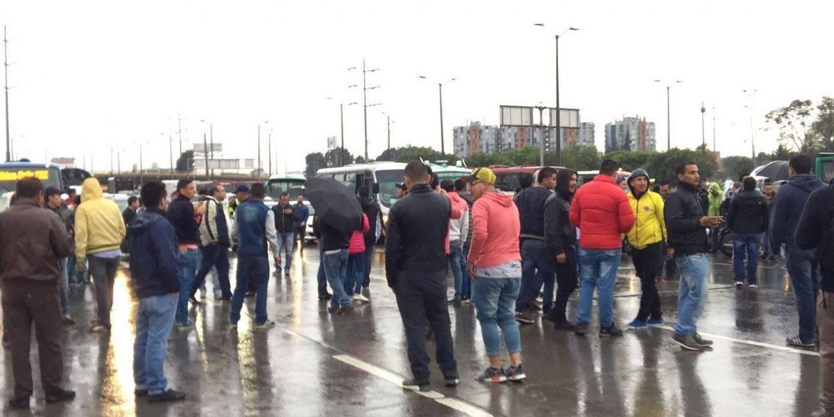 ¡Atención! Taxistas bloquean a esta hora la Autopista Norte