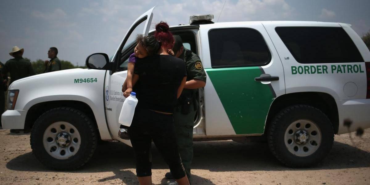 Avanza en Texas ley para que centros de detención de migrantes tengan niños