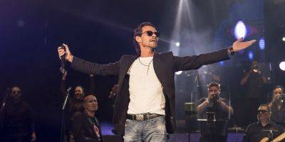 Marc Anthony besa a Maluma