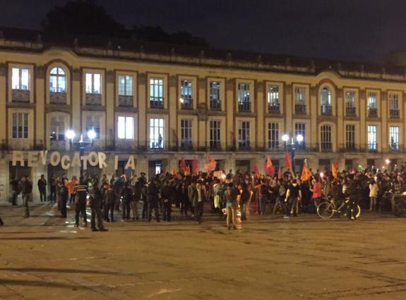 Así transcurrió la marcha de antorchas a favor de la revocatoria de Enrique Peñalosa