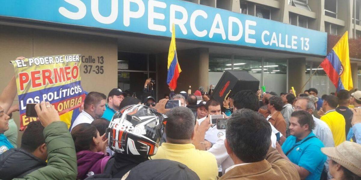 Así se ve desde el aire la marcha de los taxistas en Bogotá
