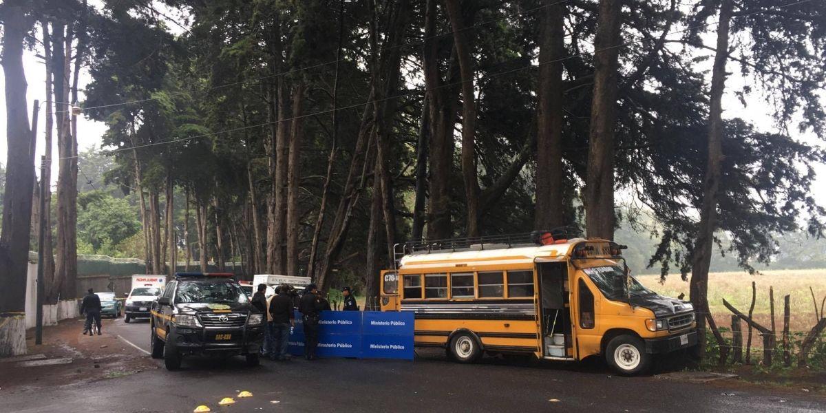 Piloto y ayudante de microbús fallecen tras ataque armado en Sacatepéquez
