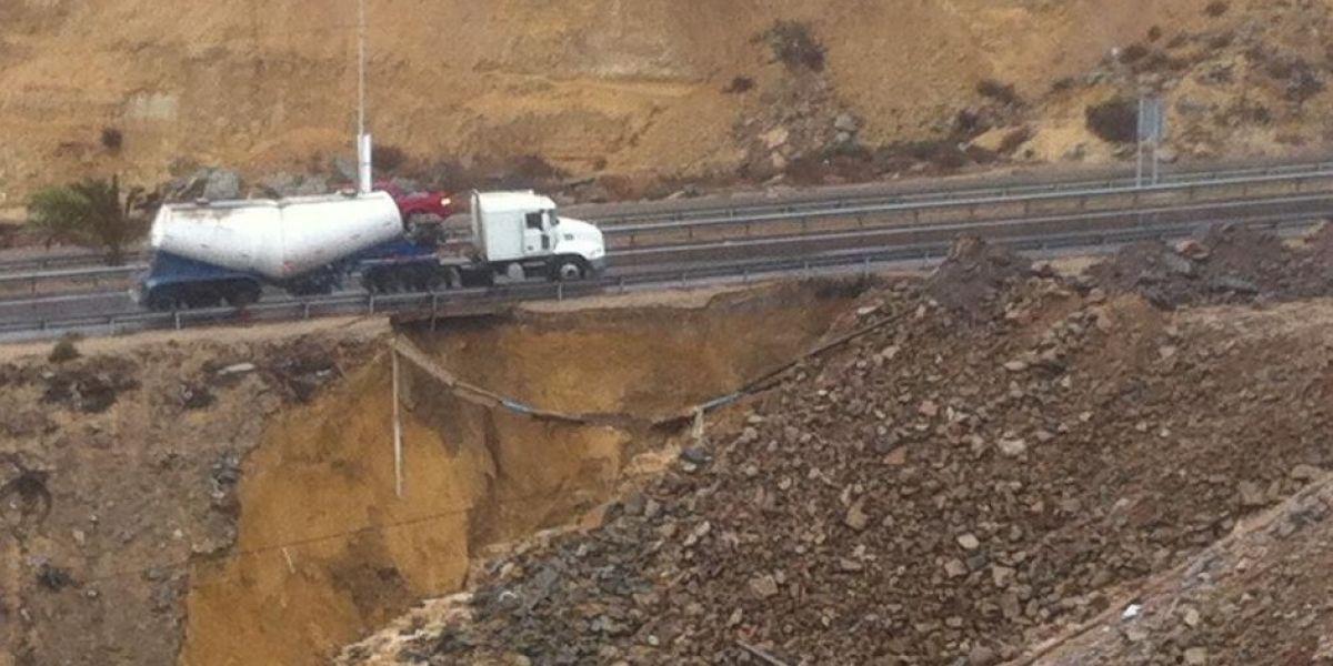Coquimbo: reportan peligro por socavón en Ruta 5 norte producto de fuertes lluvias