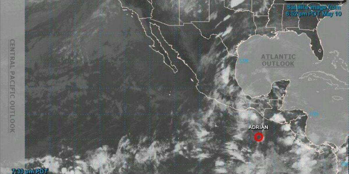 Depresión tropical Adrián continuará debilitándose en las próximas horas