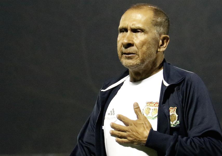 Despidieron a Diego Umaña por error al alinear más jugadores extranjeros de los permitidos