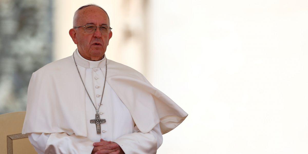 Papa faz discurso emocionante contra a guerra em cemitério militar norte-americano