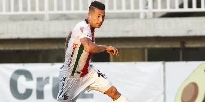 Diez figuras del fútbol chileno que quedan libres al término del Clausura