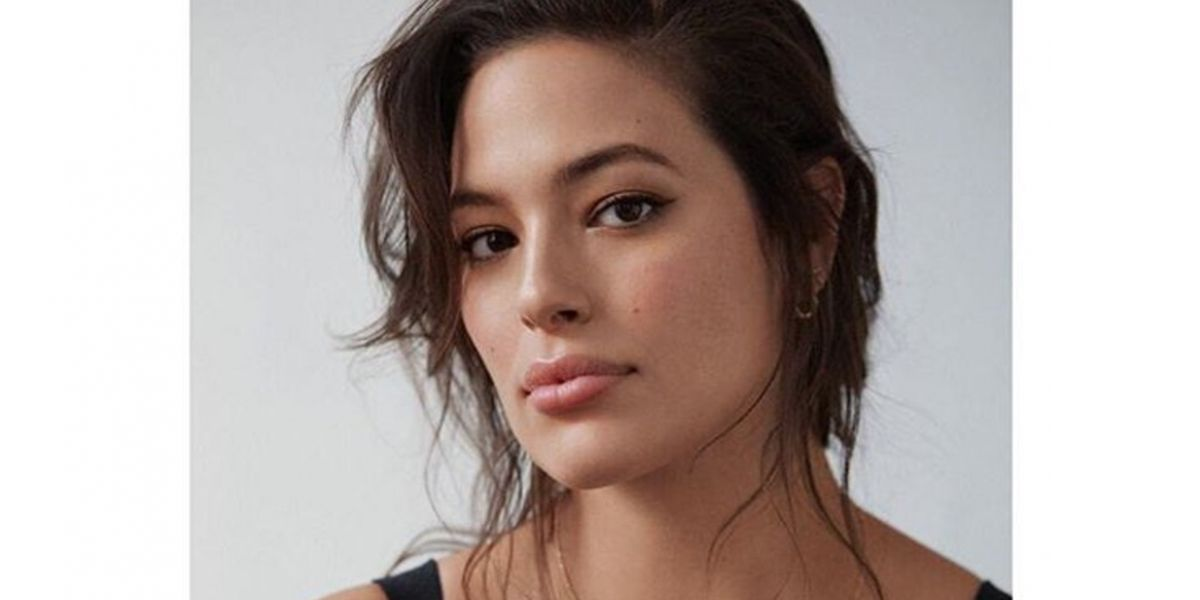 Ashley Graham es captada con vestido transparente en NY