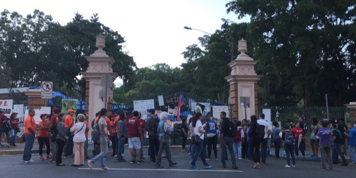 Pese a fallo del Tribunal, la UPR sigue en huelga