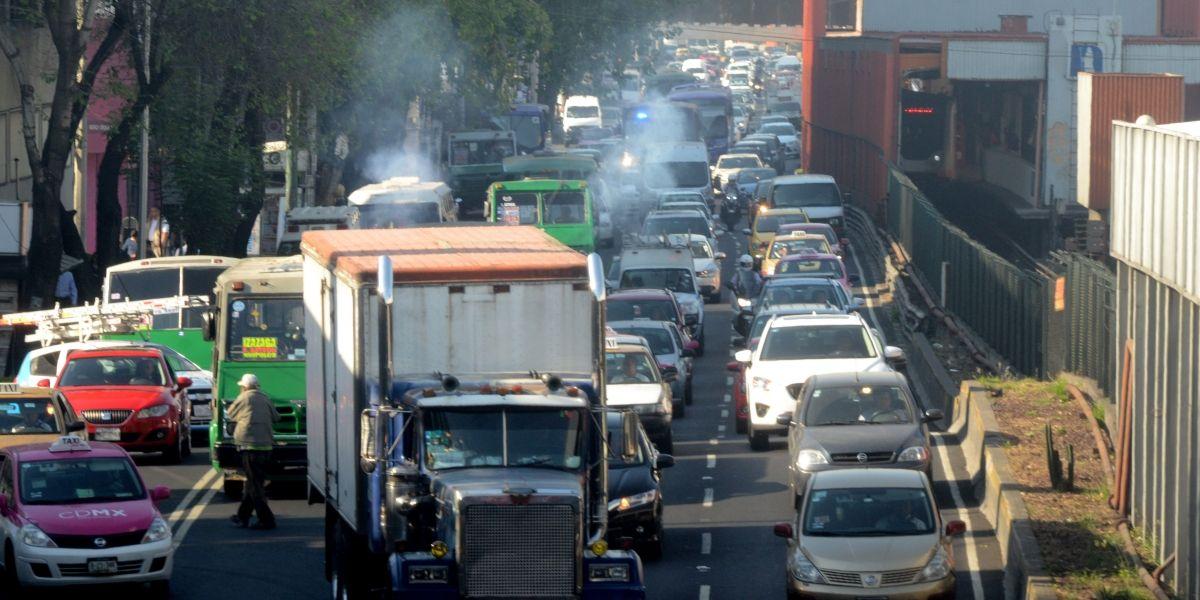 Hoy No Circula aplica para autos con engomado verde