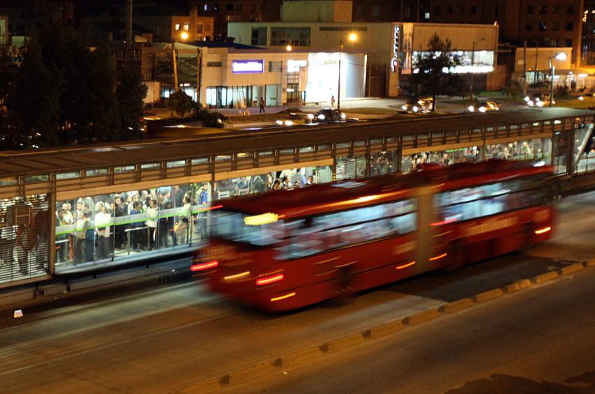 Por intentar escapar, presunto ladrón fue atropellado por un TransMilenio en el Virrey