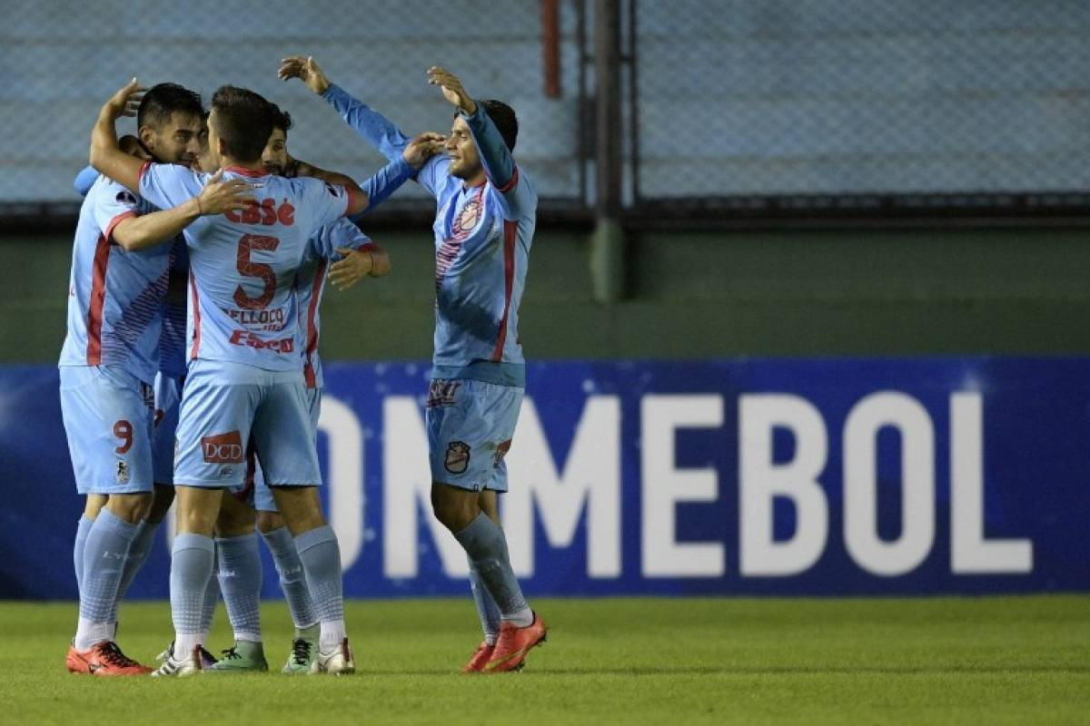 Arsenal de Sarandí (Argentina). Superó por 8-1 en el global a Juan Aurich (Perú) en la primera ronda / AFP