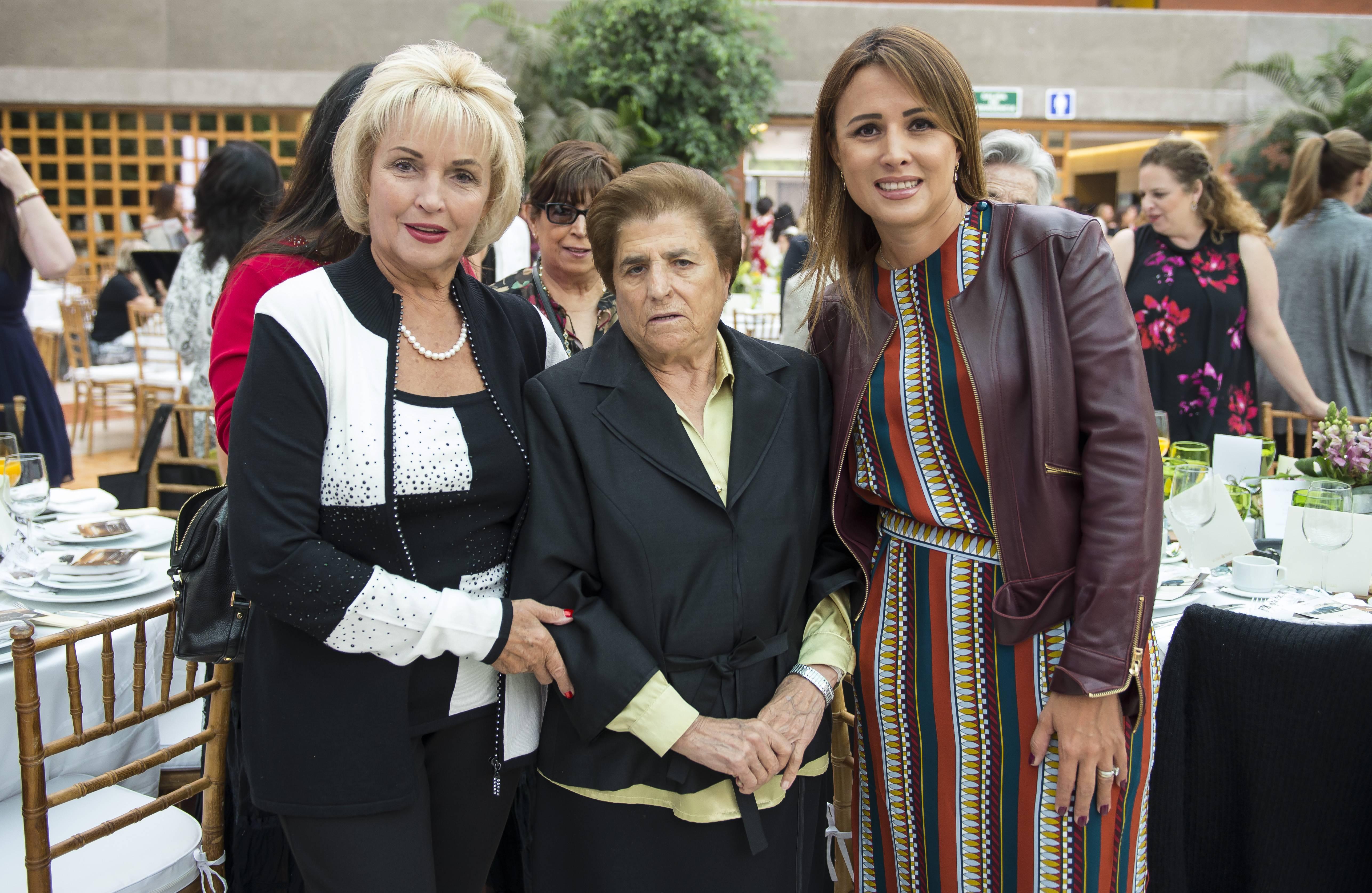 María Eugenia Hurtado, Sor Salud y Adriana Rivera. Al festejo asistieron la madre y hermana de la Premiera Dama, Angélica Rivera. JDS
