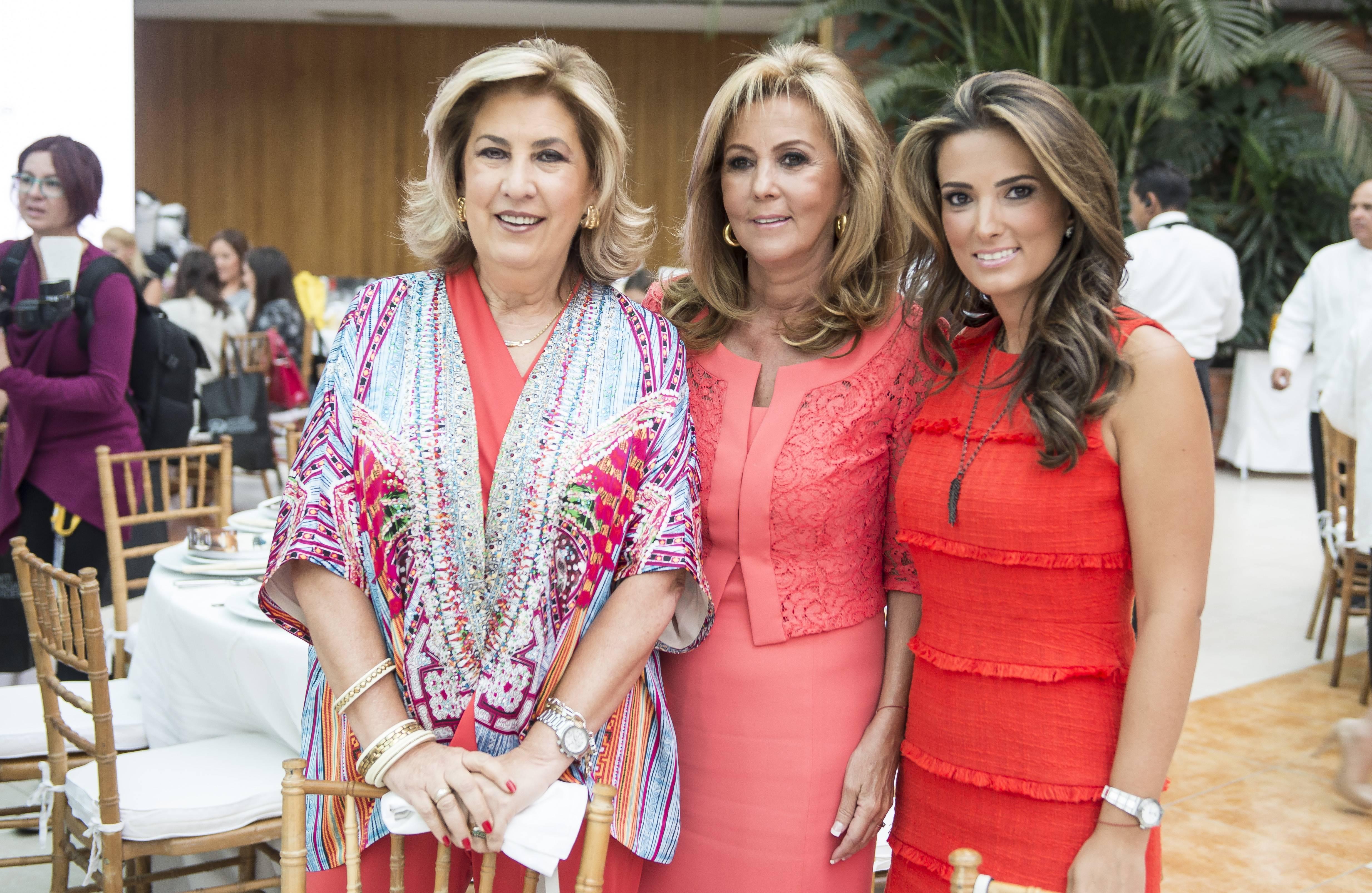 Las mamás fueron consentidas por los alumnos del Miraflores. Aquí: Fernanda Carredano, Marina Batalla y María Sanfeliz JDS