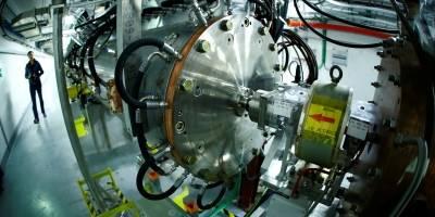 Novo acelerador de partículas do Cern pode ajudar médicos e especialistas em arte