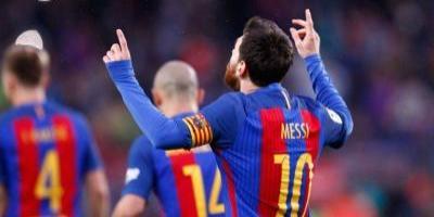 Piden a FIFA que prohiba a los futbolistas persignarse para celebrar