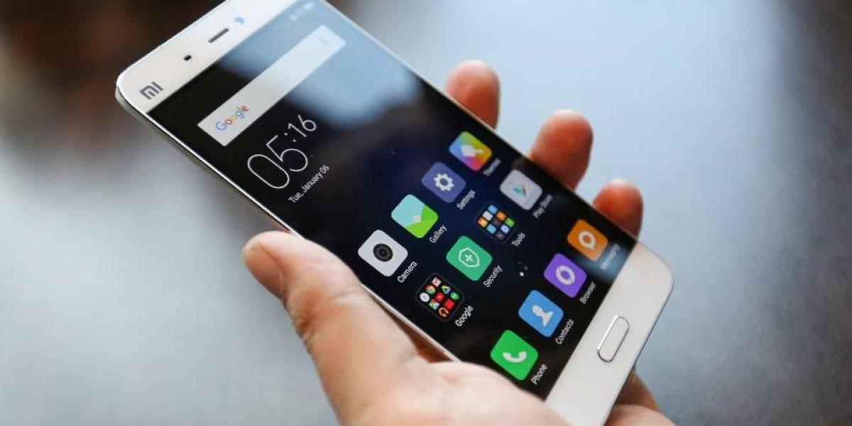 ¡Adictos! 50% de la población chilena no puede evitar mirar su celular cada 10 minutos