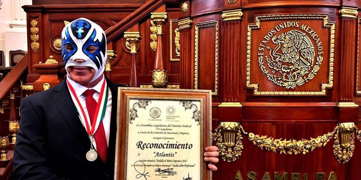 Otorgan medalla al Mérito Deportivo a Atlantis