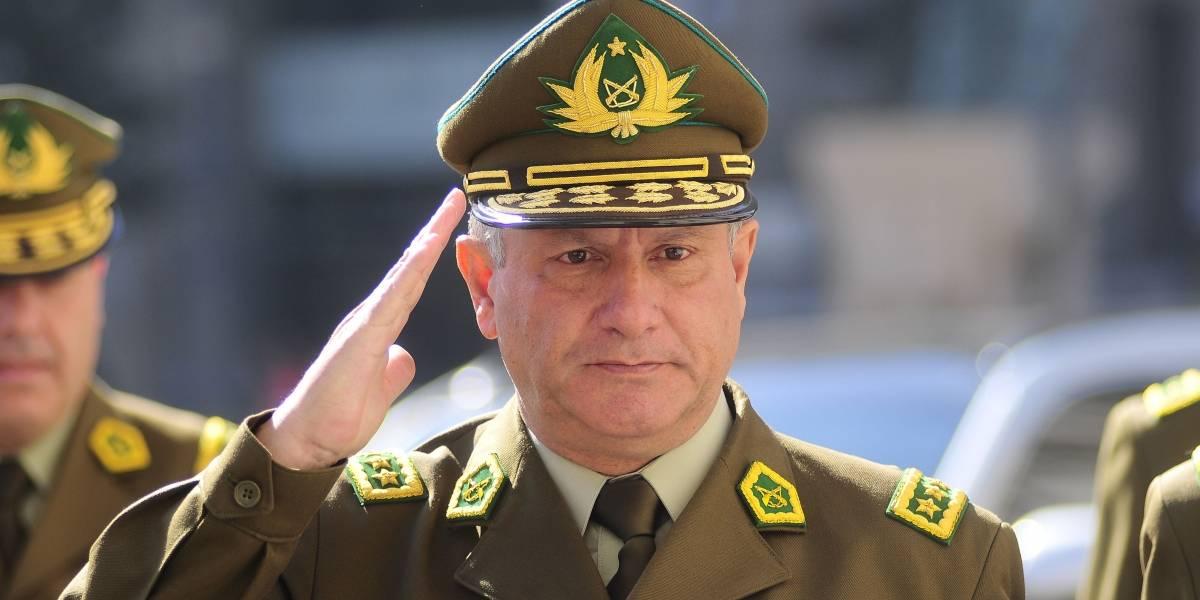 """Desde la DC insisten en pedir la renuncia a general Villalobos: """"Debiera dar un paso al costado"""""""