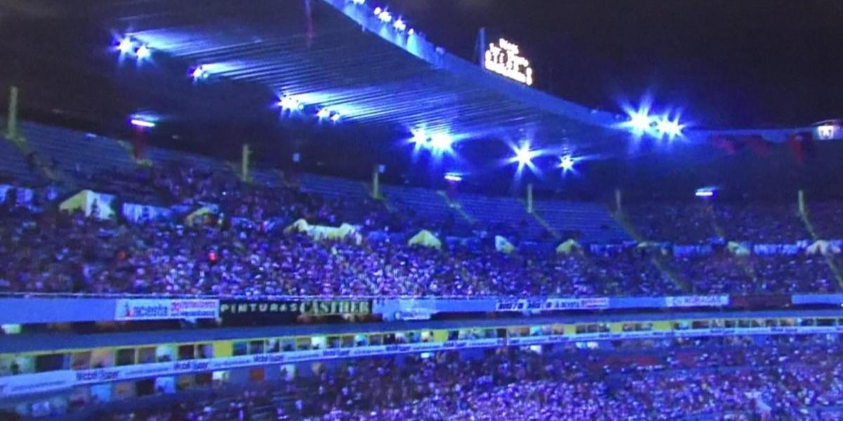 Clásico Tapatío se detiene por falla de luz en el Estadio Jalisco