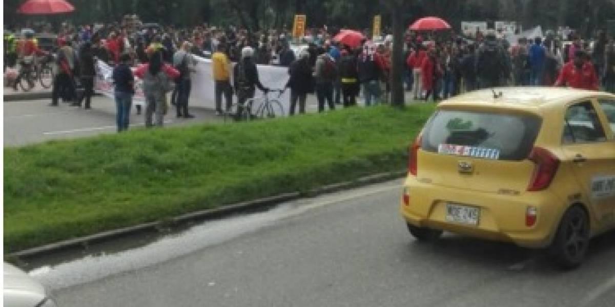 Protestas de profesores en Bogotá afecta movilidad