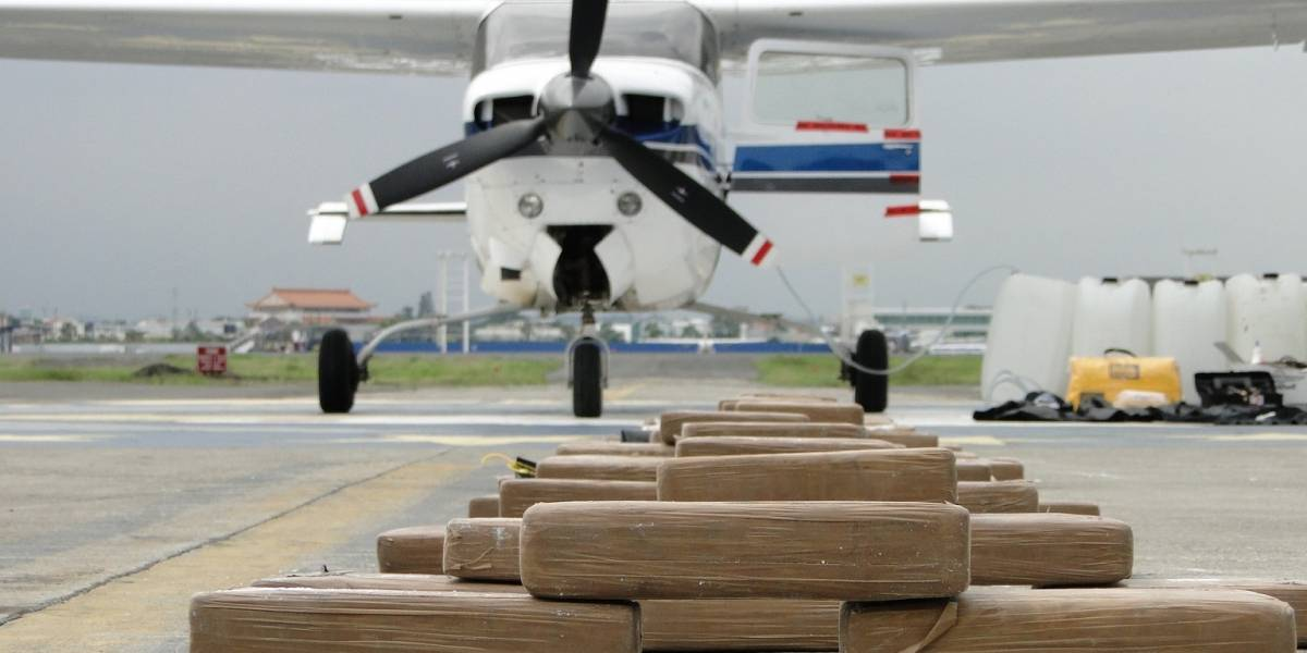 "Armada Ecuador decomisa 1,3 toneladas de ""sustancia sujeta a fiscalización"""