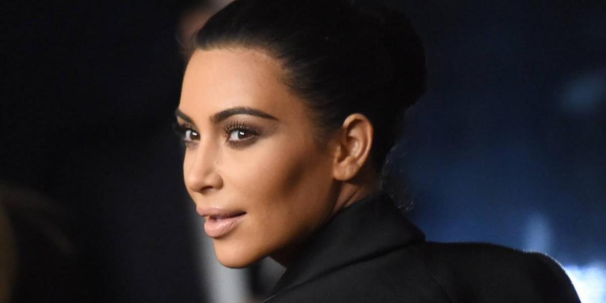 Kim Kardashian es captada con un mini vestido trasparente y sin ropa interior