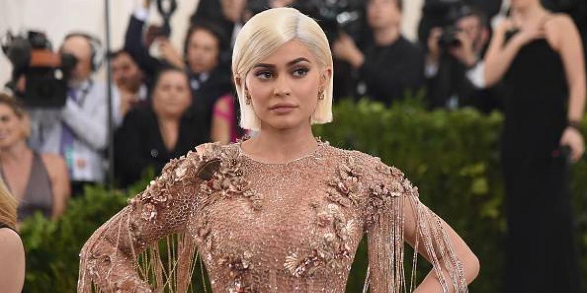 Kylie Jenner se convierte en una sexy Barbie y presume sus atributos en tanga