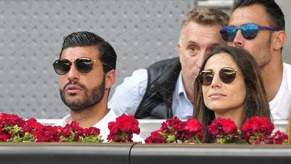La prensa de España captó a la bella periodista y ex pareja de Chicharito con el jugador del Málaga, Miguel Torres