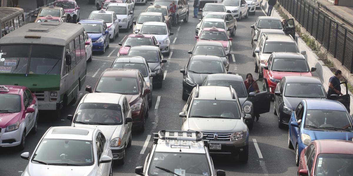 Viernes 12 de mayo: Hoy No Circula para autos con engomado azul