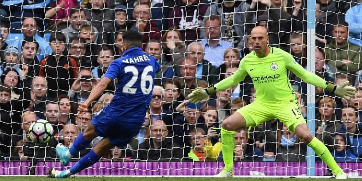 El curioso gol de penal que le anularon a Mahrez en la caída del Leicester ante el City