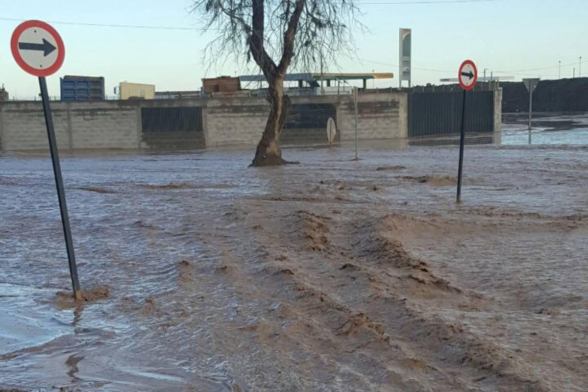 CHAÑARAL Desborde del Rio El Salado corto la ciudad en dos