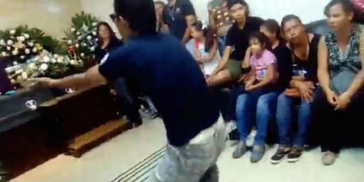 Con cumbia colombiana despiden a joven en velorio en Coahuila