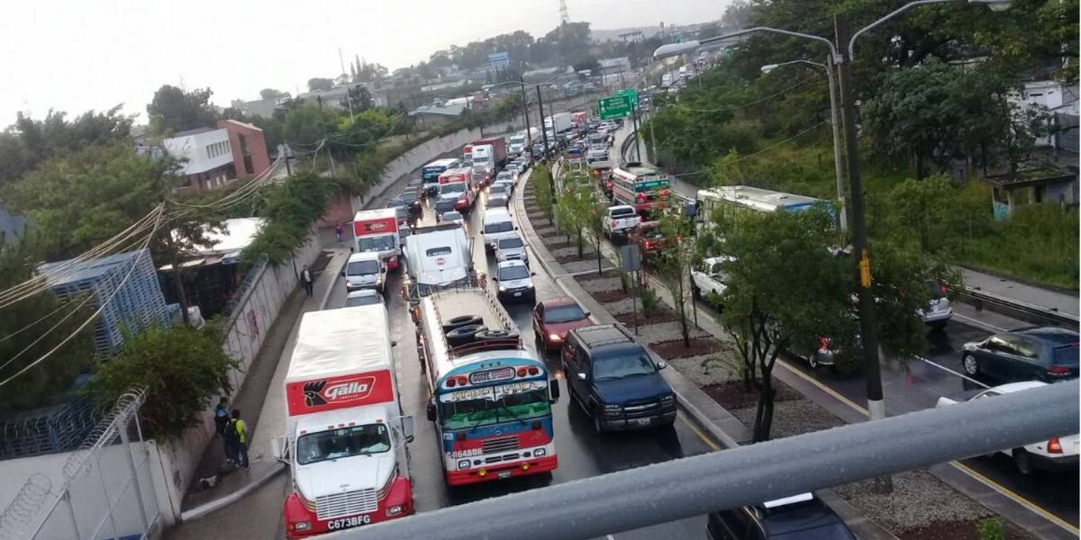 Se complica el tránsito en la capital por cuádruple colisión en el Atlántico
