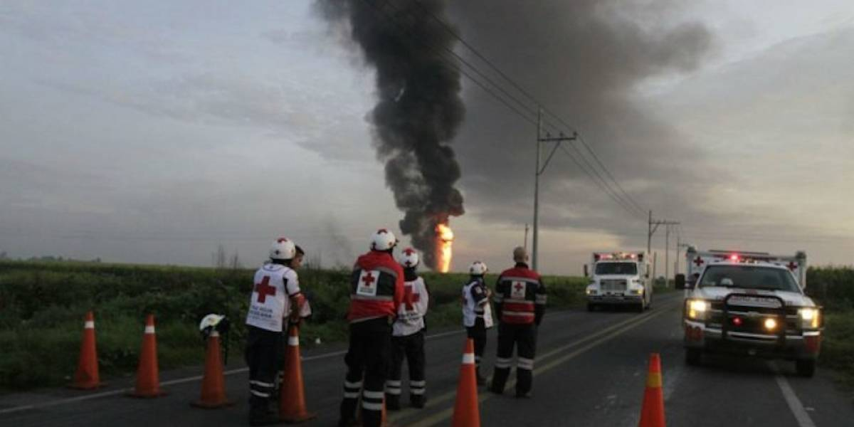 Explosión en ducto de Pemex deja 4 personas calcinadas en Tierra Blanca