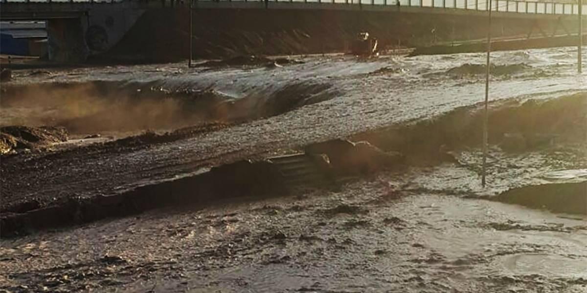 Chañaral: Las imágenes que dejó el desborde del río Salado y que tienen a la ciudad partida en dos