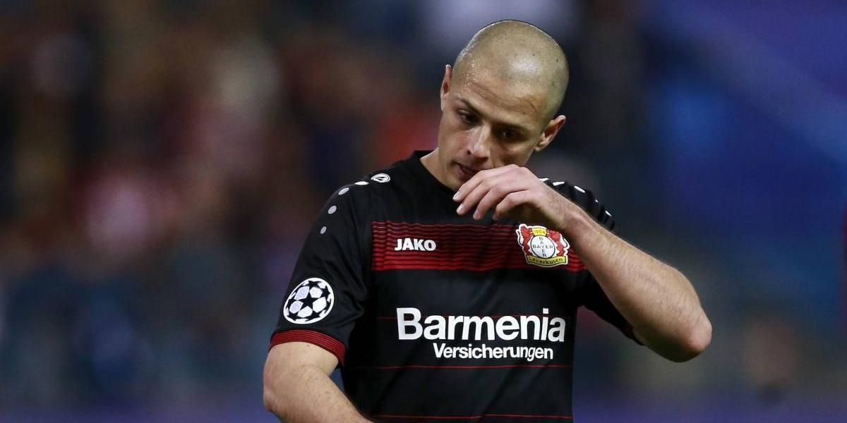 VIDEO: 'Chicharito' sale de cambio y no saluda al DT del Leverkusen