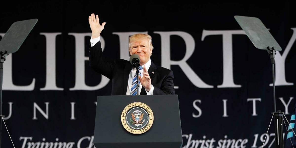 Trump exhorta a estudiantes a