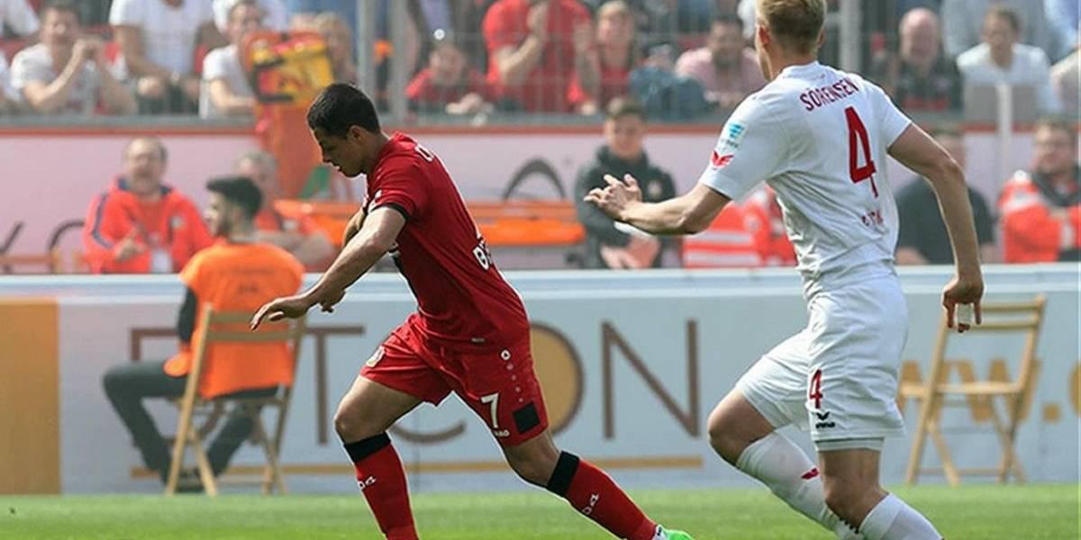 'Chicharito' y el Leverkusen rescatan sufrido empate en la liga