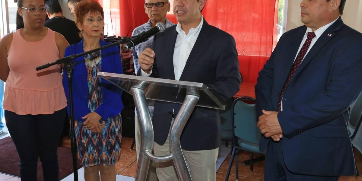 Romero presenta legislaciones en favor de comunidad extranjera