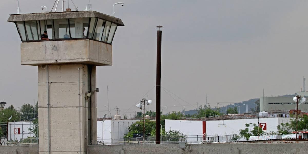 Decomisan dinero y armas en operativo sorpresa en Puente Grande