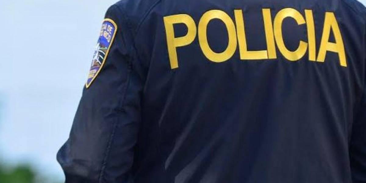 Arrestan a hombre por andar con arma robada en carro