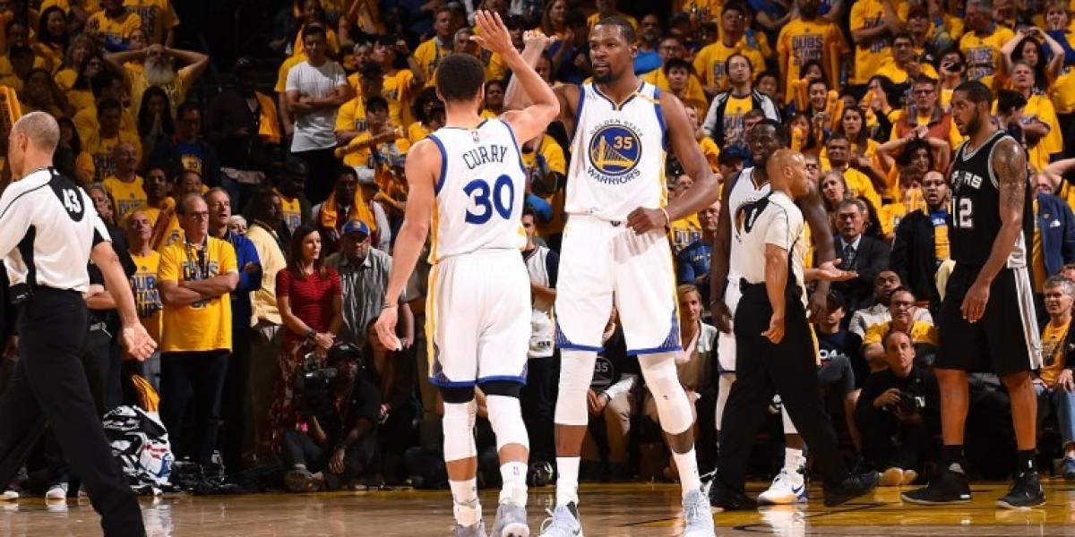 Curry lo hizo de nuevo: Warriors remonta y parte con el pie derecho la serie contra Spurs