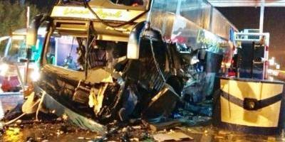 Colectivo chocó contra peaje y dejó tres muertos y once heridos — Tragedia