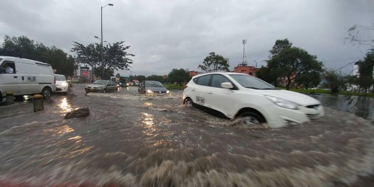 Desbordamiento del humedal Juan Amarillo y varias emergencias en barrios de Bogotá tras fuertes lluvias
