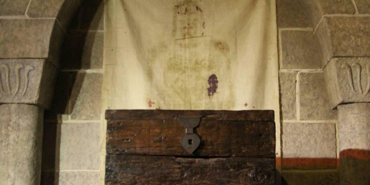 Exhiben réplica de la Sabana Santa en la Catedral