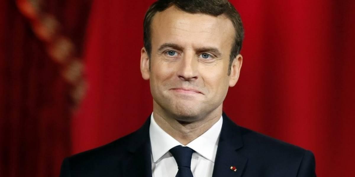 """Emmanuel Macron promete en su investidura """"devolver la confianza"""" a los franceses"""